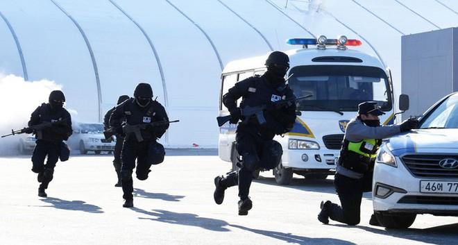 Lá chắn an ninh con kiến khó lọt chào đón Triều Tiên đến Hàn Quốc - Ảnh 2.