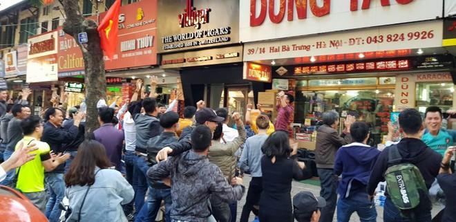 Hơn 1.500 cảnh sát giữ trật tự sau chiến thắng của U23 Việt Nam - Ảnh 1.