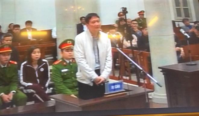 Trịnh Xuân Thanh cùng em trai ông Đinh La Thăng đang hầu tòa về tội tham ô - Ảnh 3.