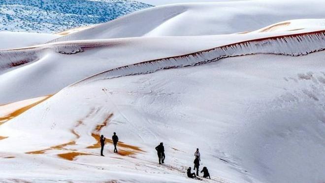 Lý giải hiện tượng tuyết rơi trắng xóa tại... sa mạc Sahara - Ảnh 10.
