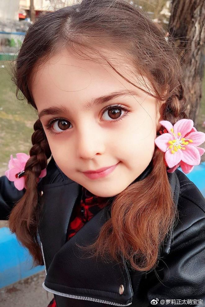 Thiên thần nhỏ người Iran khiến cư dân mạng Trung Quốc sửng sốt vì giống mỹ nữ Tân Cương Địch Lệ Nhiệt Ba - Ảnh 14.