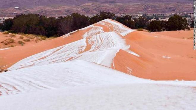 Lý giải hiện tượng tuyết rơi trắng xóa tại... sa mạc Sahara - Ảnh 14.