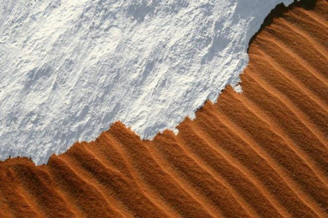 Lý giải hiện tượng tuyết rơi trắng xóa tại... sa mạc Sahara - Ảnh 15.