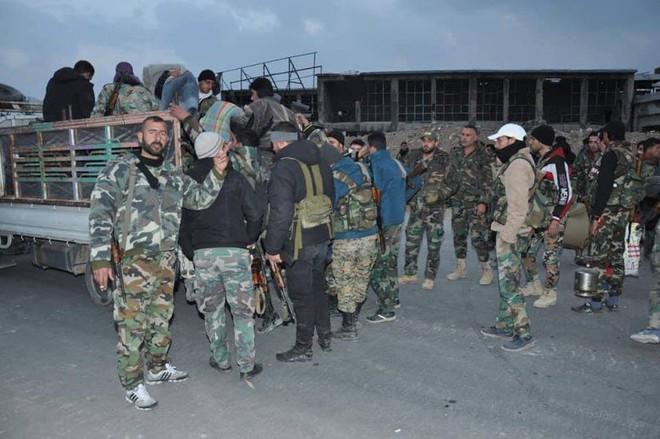 Căn cứ thiết giáp QĐ Syria bị bao vây nghẹt thở: Binh sĩ chính phủ cuống cuồng hội quân - Ảnh 3.
