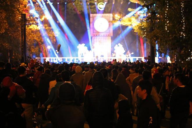 """Dân mạng """"ghen tị"""" với countdown đón năm mới hoành tráng của người Ecopark - Ảnh 3."""