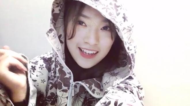Khánh Vy mặc áo chống nắng, bắn rap cực chất bằng tiếng Anh - Ảnh 3.