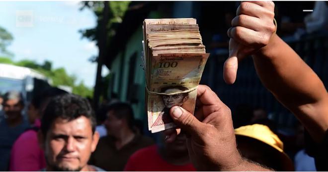 Khủng hoảng Venezuela: Đi 3 ngân hàng không rút nổi 2.000 đồng - Ảnh 3.