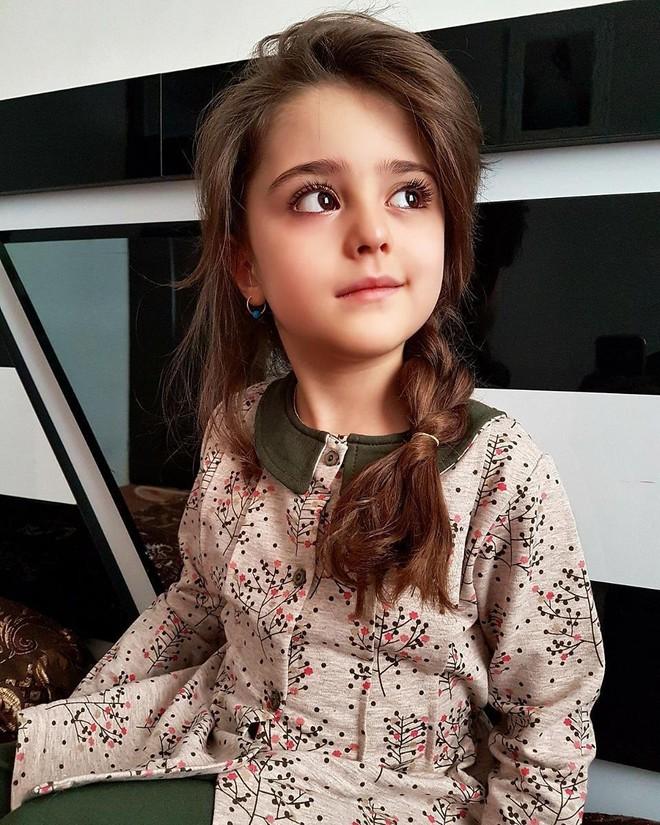 Thiên thần nhỏ người Iran khiến cư dân mạng Trung Quốc sửng sốt vì giống mỹ nữ Tân Cương Địch Lệ Nhiệt Ba - Ảnh 23.
