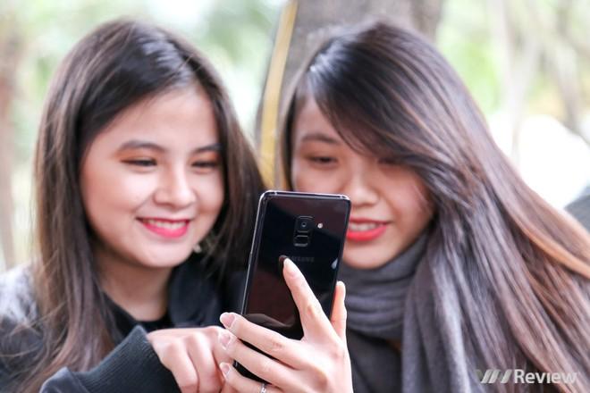 Mở hộp và trên tay Samsung Galaxy A8+ (2018): Mở khóa khuôn mặt, selfie xóa phông - Ảnh 28.