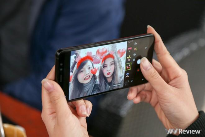 Mở hộp và trên tay Samsung Galaxy A8+ (2018): Mở khóa khuôn mặt, selfie xóa phông - Ảnh 29.