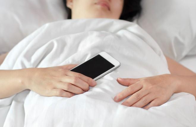 Người hay dùng điện thoại hãy ghi nhớ những nguyên tắc sau để không gây hại sức khỏe - Ảnh 4.