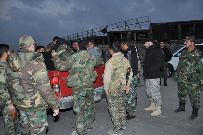 Căn cứ thiết giáp QĐ Syria bị bao vây nghẹt thở: Binh sĩ chính phủ cuống cuồng hội quân - Ảnh 5.
