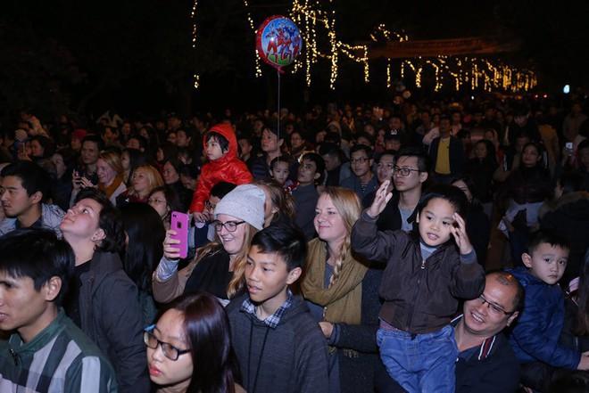 """Dân mạng """"ghen tị"""" với countdown đón năm mới hoành tráng của người Ecopark - Ảnh 5."""