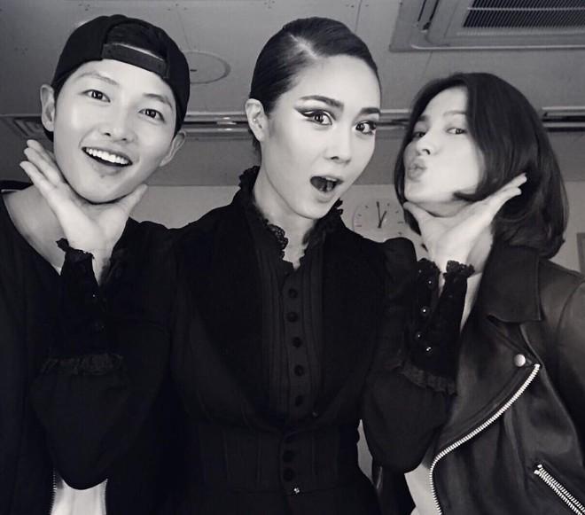 Chuyện đám cưới Song Song giờ mới kể: Vì phản ứng này của Song Hye Kyo, nữ ca sĩ thân thiết đã bật khóc - Ảnh 5.