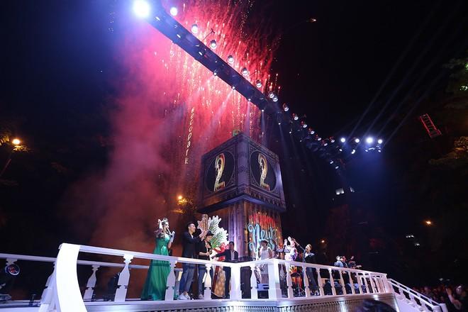"""Dân mạng """"ghen tị"""" với countdown đón năm mới hoành tráng của người Ecopark - Ảnh 6."""