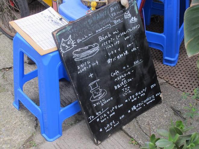 Nhà hàng Việt cực chất giữa thủ đô Tokyo: Mang cả xích lô, xe đẩy bánh mì, cốc thủy tinh từ Việt Nam sang! - Ảnh 6.