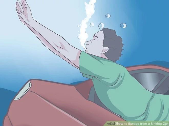 Nếu vô tình cầu sập, ô tô rơi xuống nước thì phải xử lý như thế nào mới an toàn? - Ảnh 6.