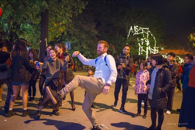 """Dân mạng """"ghen tị"""" với countdown đón năm mới hoành tráng của người Ecopark - Ảnh 9."""