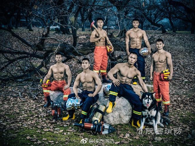 Chỉ là ảnh lịch thôi mà các chàng lính cứu hỏa đã khiến chị em đổ rần rần vì quá nóng bỏng - Ảnh 9.