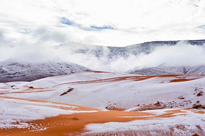 Lý giải hiện tượng tuyết rơi trắng xóa tại... sa mạc Sahara - Ảnh 9.