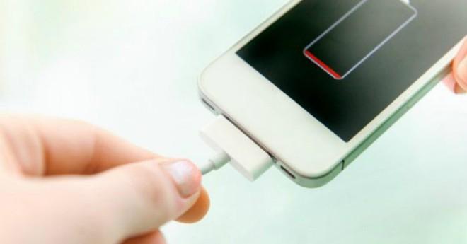 Chúng ta có nên dễ dãi sạc smartphone, laptop... bằng củ sạc từ thiết bị khác? - Ảnh 9.