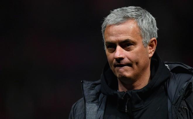 Dưới cái bóng của Man City, Man United đang run rẩy trong tay Mourinho