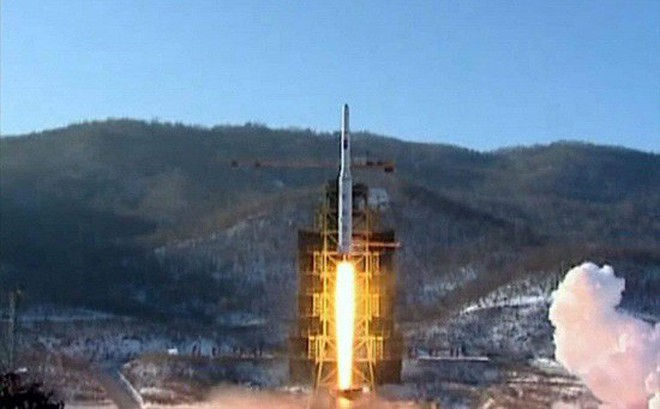Ông Kim Jong-un ra lệnh phát triển tên lửa lớn chưa từng có