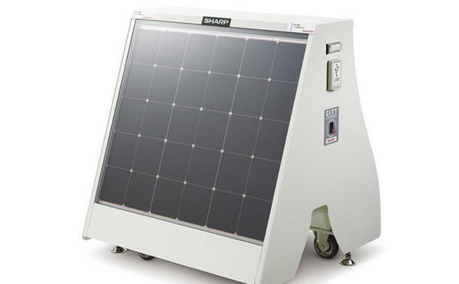 Sharp ra mắt máy sạc điện mặt trời di động, có thể sạc tối đa 120 điện thoại mỗi lần đầy pin