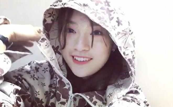 Khánh Vy mặc áo chống nắng, bắn rap cực chất bằng tiếng Anh