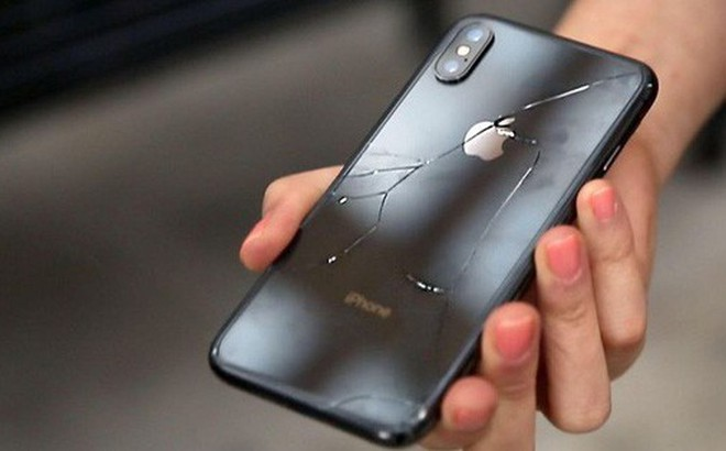 Kết quả hình ảnh cho kính iphone vỡ có thể nguy hiểm cho tay