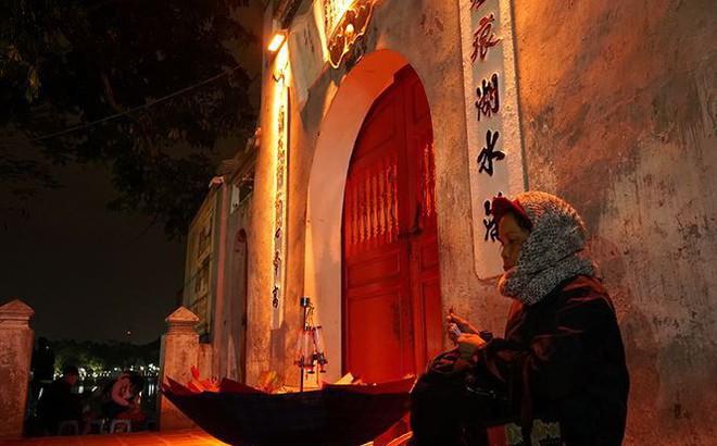 Mưu sinh trong đêm lạnh dưới 10 độ C ở Hà Nội