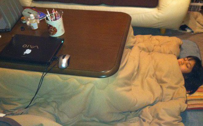 Bàn sưởi Kotatsu - phát minh tuyệt vời nhất của người Nhật