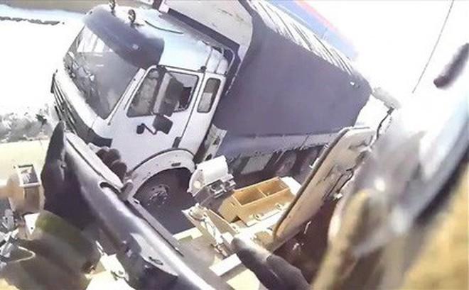 Lộ video tố biệt kích Mỹ bắn nát cửa sổ xe tải của dân thường