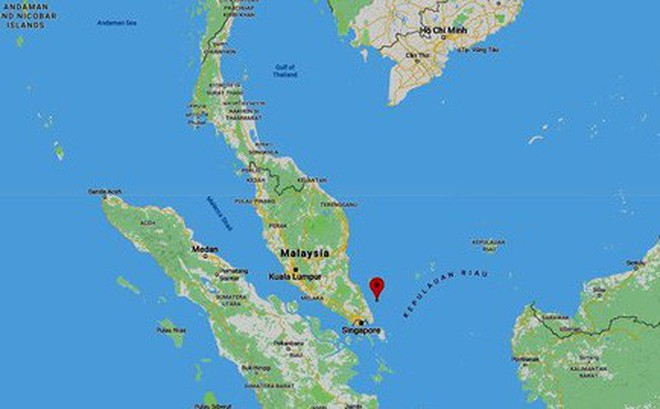 Chìm tàu cá Cà Mau, 11 ngư dân trôi đến gần Singapore, 2 người mất tích