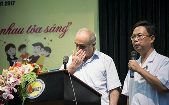 Lá thư đặc biệt xúc động của một giáo sư nước ngoài gửi các bác sĩ Việt