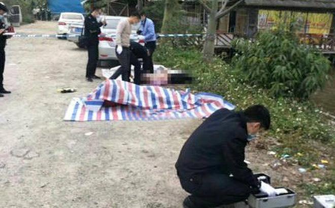 Đánh bạc bị cảnh sát vây bắt, nhảy xuống đầm cá tháo chạy, 2 người tử vong