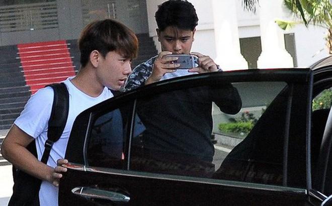 """Vì sao fan lo Minh Vương """"không có gì để mặc"""" trong ngày rời tuyển Việt Nam?"""