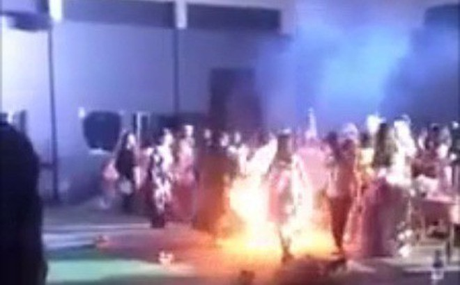 Chơi lễ hội Halloween, một nữ sinh viên bị bốc cháy