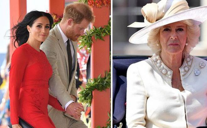 """Lần đầu hé lộ cuộc """"đại chiến"""" giữa bà Camilla với con dâu Meghan trong cung điện hoàng gia"""