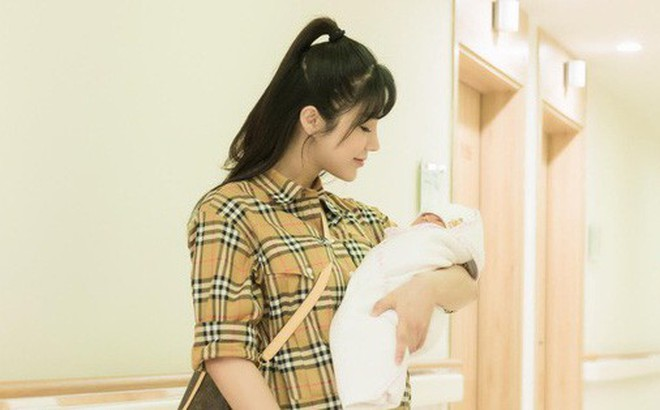 Diệp Lâm Anh hé lộ hình ảnh công chúa đầu lòng, tươi tắn xuất viện sau 2 ngày sinh con