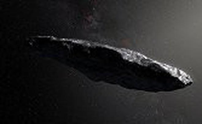 Vật thể bí ẩn nghi phi thuyền ngoài hành tinh phóng vụt qua bầu trời giữa mưa bão
