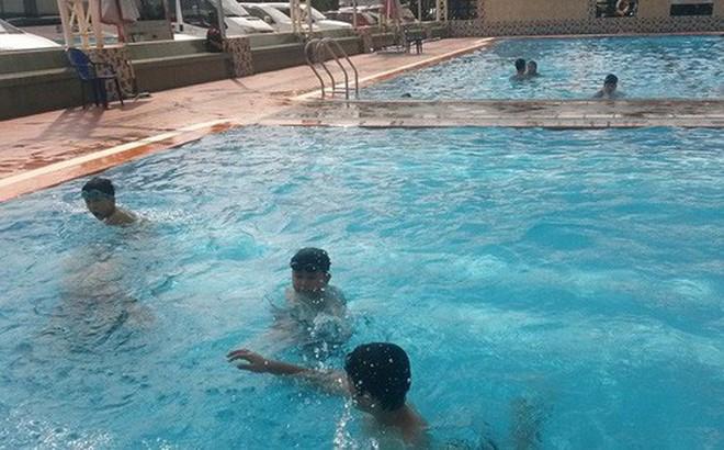 TP.HCM: Đi học bơi cùng con trai, người mẹ bị chết đuối thương tâm dưới hồ