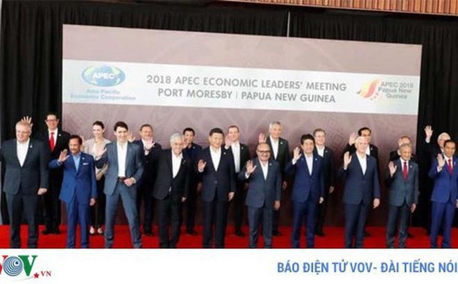 """APEC 2018: Đằng sau bức ảnh tập thể """"bằng mặt nhưng không bằng lòng"""""""