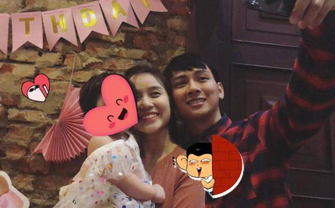 Cư dân mạng đặt dấu hỏi về em bé được Hoài Lâm và bạn gái âu yếm trong tiệc thôi nôi