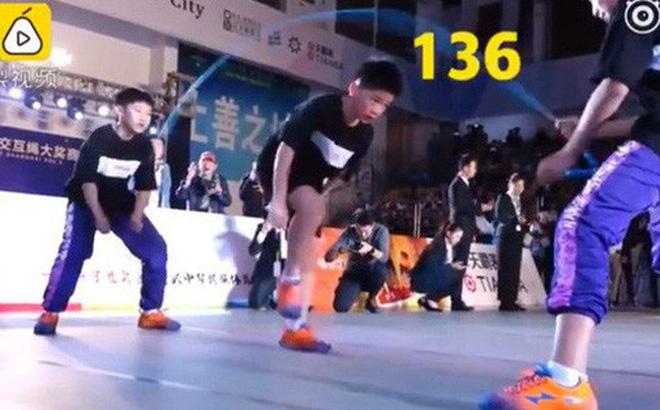 Nhóm học sinh Trung Quốc lập kỷ lục Guinness nhờ nhảy dây đôi 136 nhịp trong 30 giây