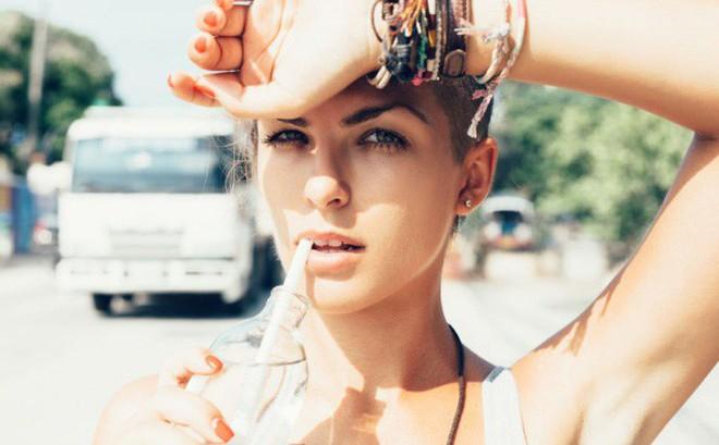 Uống đủ nước giúp cải thiện chức năng gan, điều hòa huyết áp