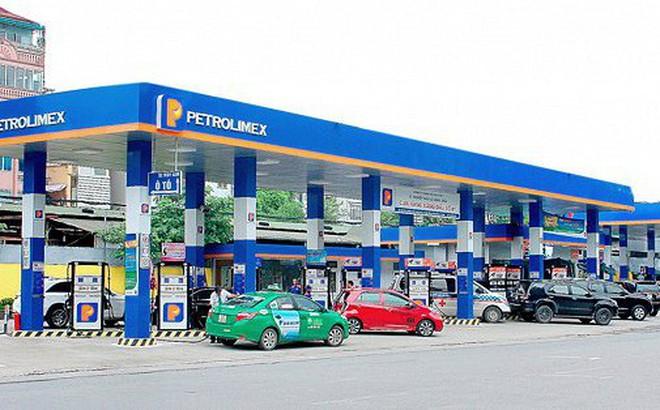 Giá xăng trong nước giảm nhẹ hơn thế giới, lợi nhuận Petrolimex tăng mạnh