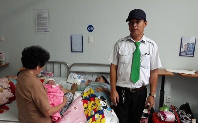 Hành trình của hai em bé chào đời trên taxi trong bão số 9