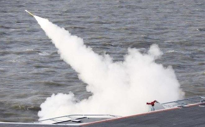 Trung Quốc bắn đạn thật tại eo biển Đài Loan lúc tàu chiến Mỹ đi qua