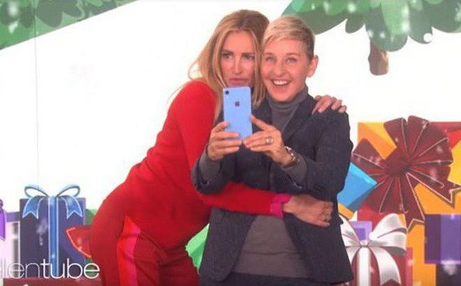 Apple bỗng dưng hào phóng lạ thường: Tặng free cả lô iPhone XR cho tất cả khán giả The Ellen Show